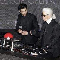 Baptiste Giabiconi : Karl Lagerfeld, Ariane Brodier... défilé de stars pour le lancement de son blog