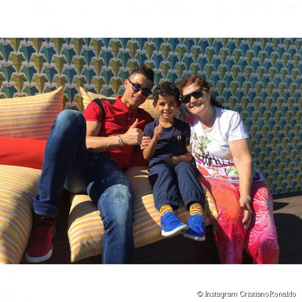 Cristiano Ronaldo avec son fils et sa mère en vacances en Espagne, le 31 mars 2015