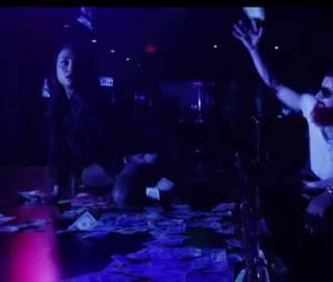 Swagg Man s'éclata dans un strip-club, dans F**ckin Tonight