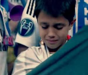 """Cristiano Ronaldo offre son maillot à un enfant qu'il a """"blessé"""""""