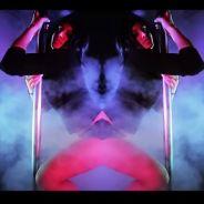 Jessica (Les Anges 7) reine du pole dance dans un clip de rap