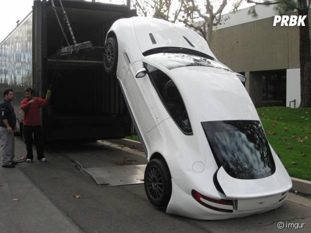Un livreur qui a ruiné une Aston Martin à 200 000$