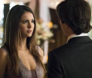 The Vampire Diaries saison 6, épisode 21 : Elena (Nina Dobrev) et Damon (Ian Somerhalder) sur une photo