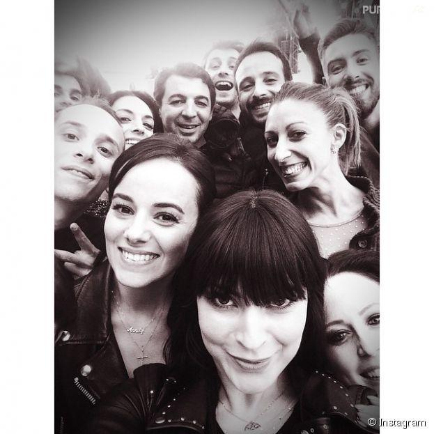 La troupe de Danse avec les stars réunie au Stade de France pour le concert Stars 80, le 9 mai 2015