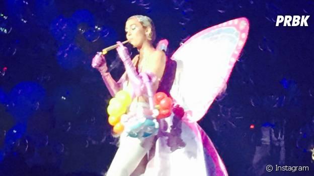 Miley Cyrus joint à la bouche à l'Adult Swim Upfront After Party à New York, le 13 mai 2015