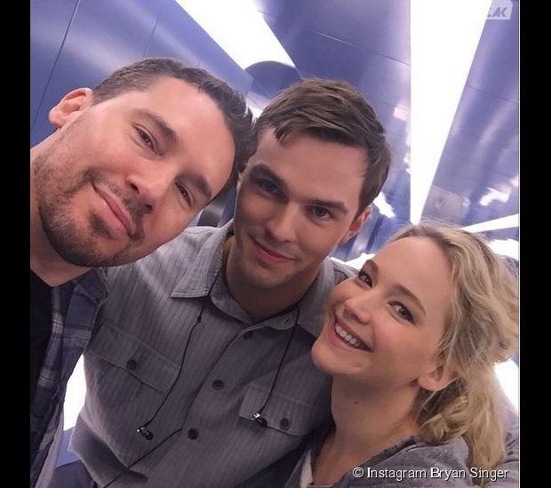 Jennifer Lawrence, son ex Nicholas Hoult et Bryan Singer sur le tournage de X-Men Apocalypse en mai 2015