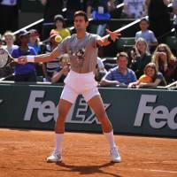 Cyril Hanouna affronte Tsonga, Monfils et Djokovic pour le coup d'envoi de Roland Garros 2015
