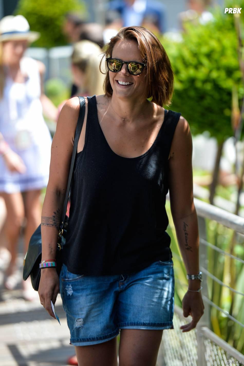 Laure Manaudou détendue mais sexy à Roland Garros le 7 juin 2015
