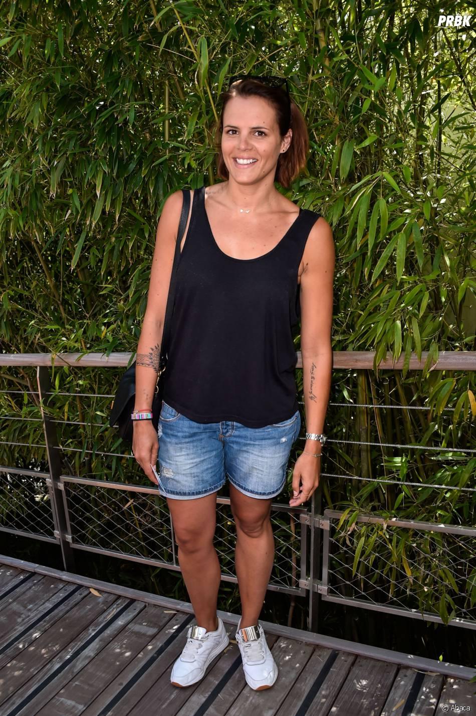 Laure Manaudou en petit short en jeans et débardeur à Roland Garros le 7 juin 2015