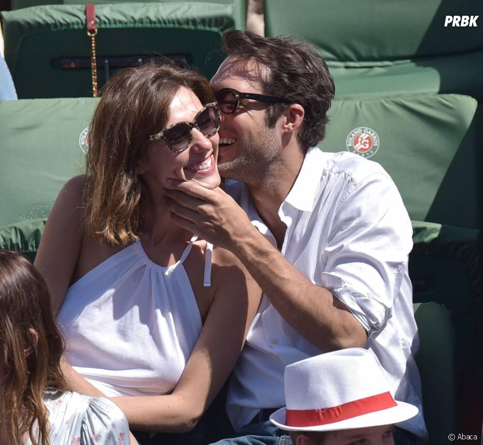 Nicolas Bedos et Doria Tillier complices à Roland Garros le 6 juin 2015