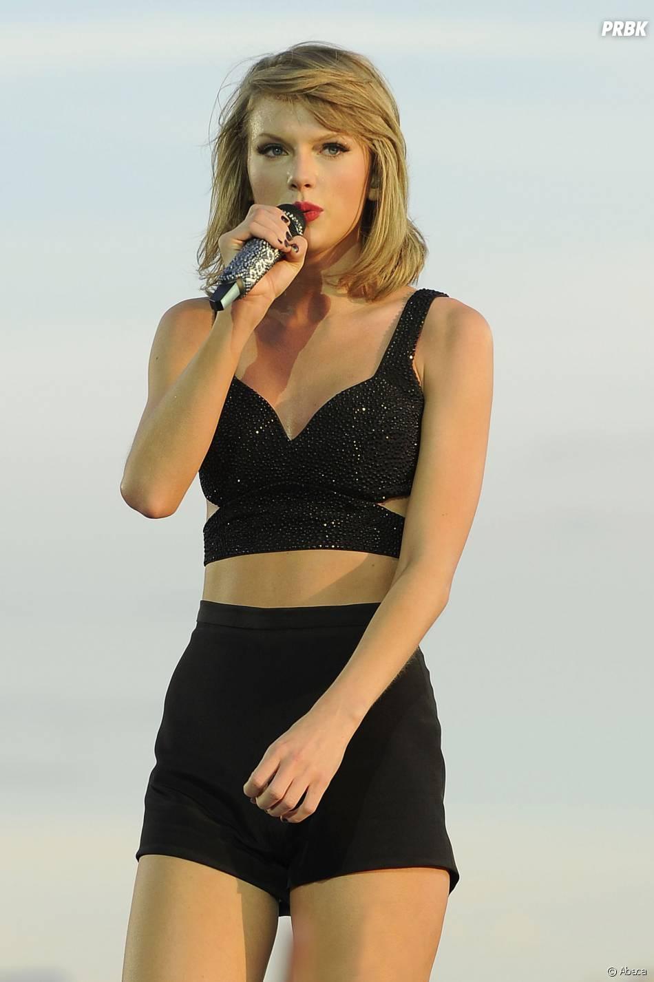 Taylor Swift : tenue sexy pour son concert à Londres, le 27 juin 2015