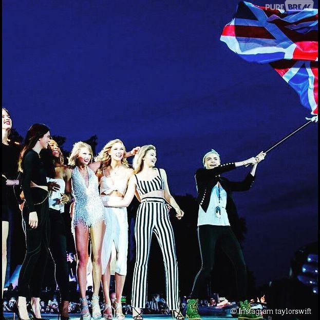 Taylor Swift rejoint par Kendall Jenner ou encore Cara Delevingne sur scène, à Londres, le 27 juin 2015