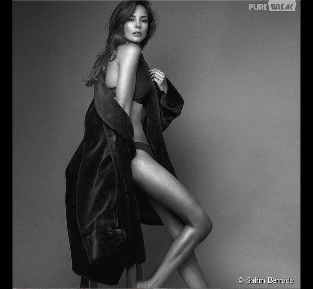 Marine Lorphelin sexy en lingerie et déshabillé pour un shooting en noir et blanc, juin 2015