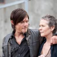 """The Walking Dead saison 6 : Daryl et Carol en couple ? """"Ils ont une incroyable connexion"""""""