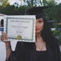 Kylie Jenner diplômée : twerk sexy de Khloé Kardashian... et opération de chirurgie pour fêter ça ?