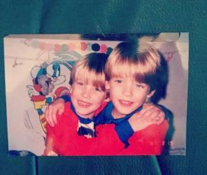 Blake et Dylan Tuomy-Wilhoit interprètes des jumeaux Alex et Nicky dans la Fête à la maison