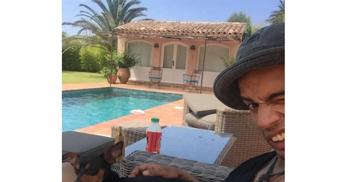 brahim zaibat au bord de la piscine sur instagram. Black Bedroom Furniture Sets. Home Design Ideas