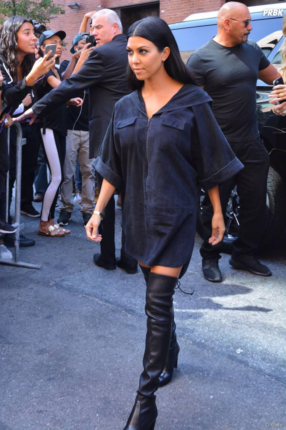 Kourtney Kardashian pour soutenir Kanye West lors du défilé de sa marque à la Fashion Week de New-York, le 16 septembre 2015