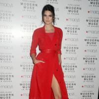 """Kendall Jenner se confie sur son piercing au téton : """"J'étais tellement terrifiée"""""""