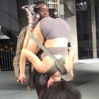 """Rick Owens : après les pénis, Twitter se marre devant son défilé """"tête dans le cul"""" à Paris"""