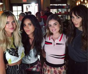 Ashley Benson, Shay Mitchell, Lucy Hale et Troian Bellisario sur le tournage de la saison 6 de Pretty Little Liars