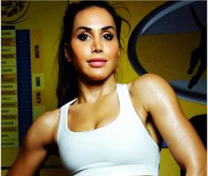 Somayeh (Les Anges 7) sexy sur son compte fitness