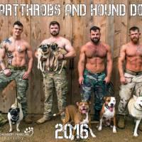 Sexy : d'anciens militaires posent avec des chiens de refuges pour promouvoir les adoptions