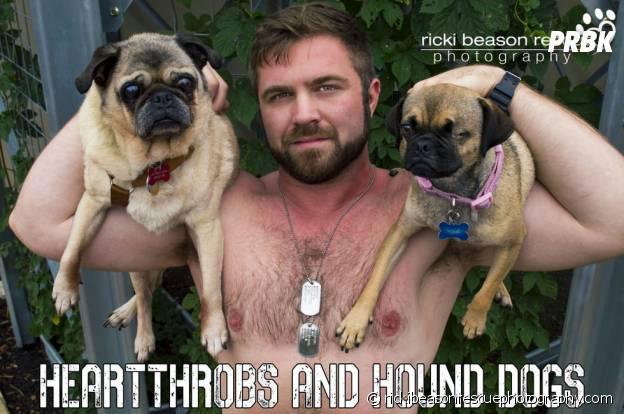 Un vétéran sexy et deux chiens
