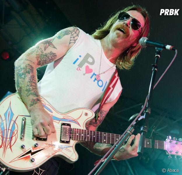 Eagles of Death Metal - Photo d'un membre du groupe en concert le 30 octobre 2015 aux Etats-Unis, quelques jours avant les attentats lors d'un concert du groupe le 13 novembre au Bataclan
