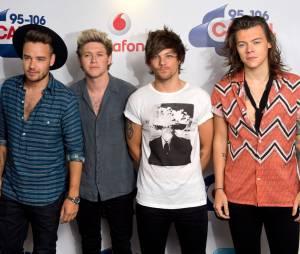 One Direction retrouvent Simon Cowell sur le plateau de X-Factor
