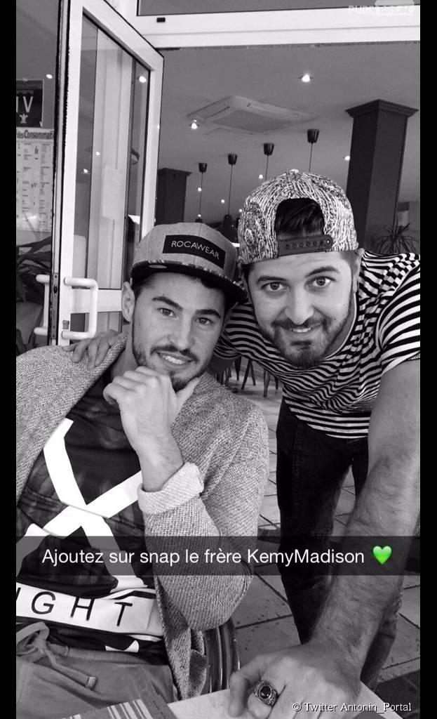 Rémi (Secret Story 9) et Antonin (Ch'tis vs Les Marseillais) prennent la pose sur Twitter