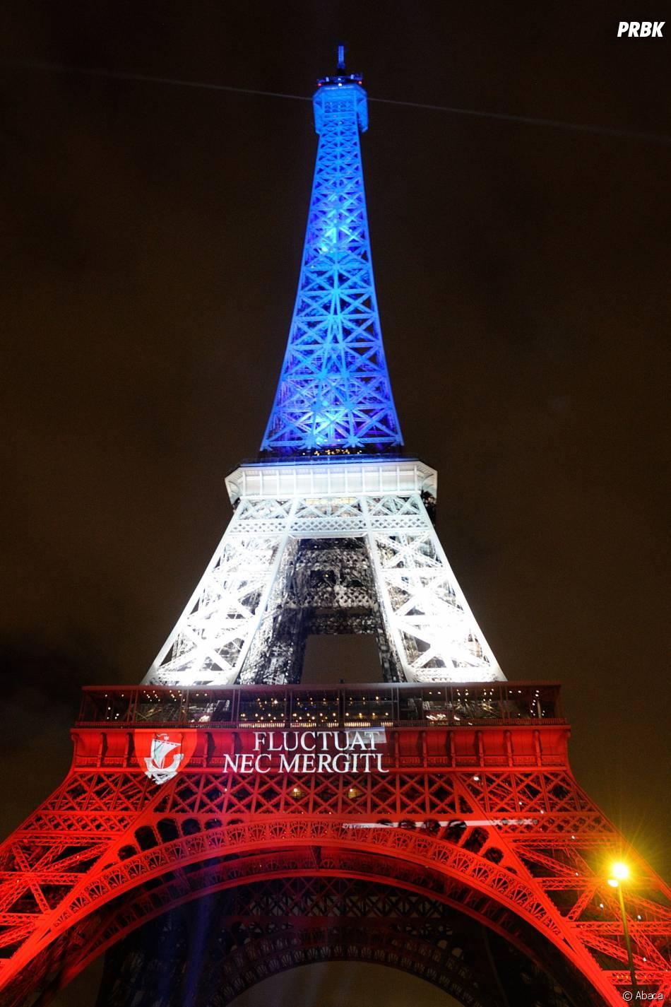 la tour eiffel illumin e en bleu blanc rouge et la devise de paris apr s les attentats le 16. Black Bedroom Furniture Sets. Home Design Ideas