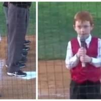 Il chante l'hymne national devant un stade comble... avec le hoquet !