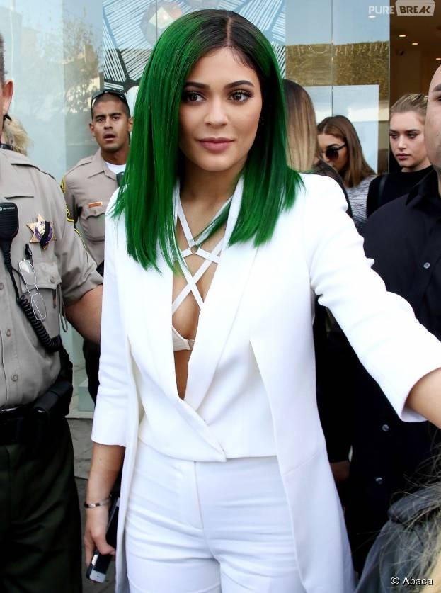 Kylie Jenner : sexy et décolletée à la sortie d'un magasin Dash, à Los Angeles, le 30 novembre 2015