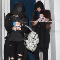 Cara Delevingne et sa petite-amie attaquent des paparazzi... avec des pistolets à eau