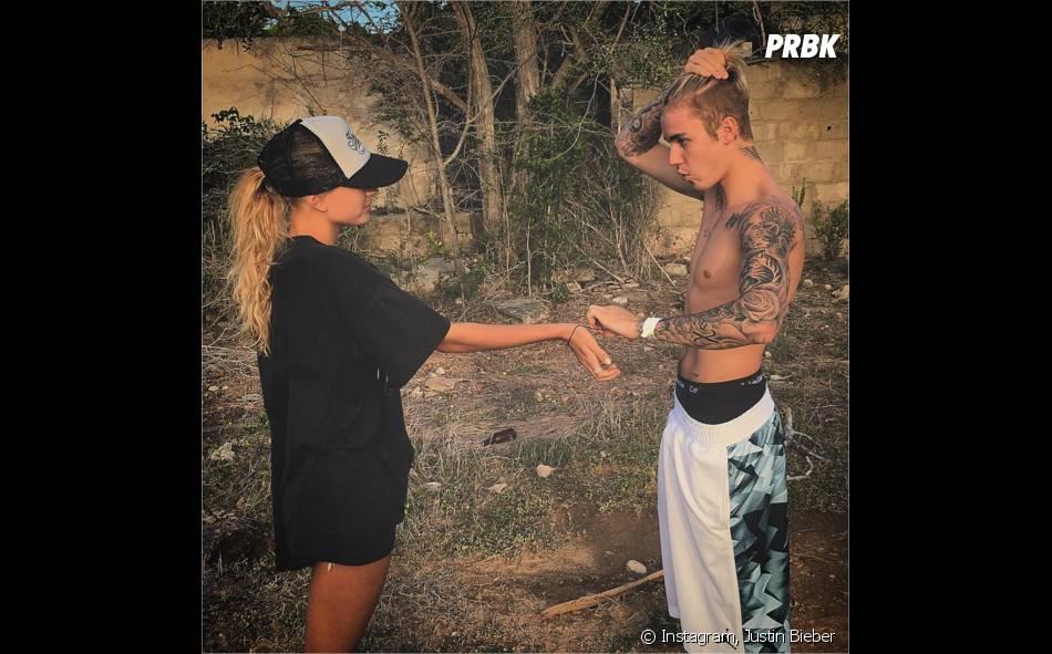Justin Bieber et Hailey Baldwin proches pendant leurs vacances en décembre 2015