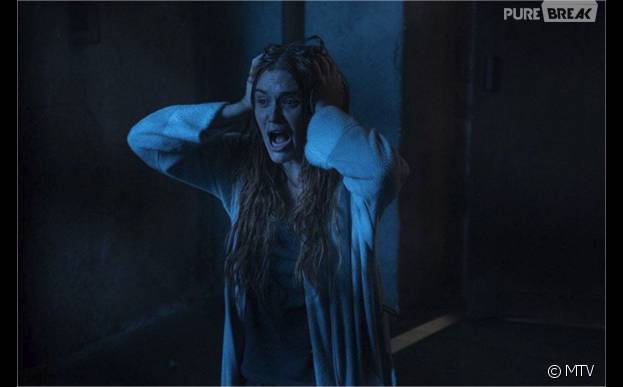 Teen Wolf saison 5 : Lydia (Holland Roden) paniquée sur une photo
