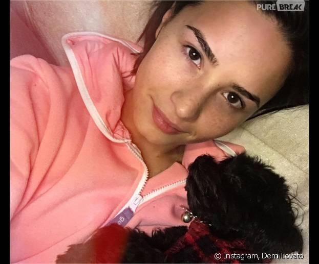 Demi Lovato au naturel pour un selfie avec son chien Batman