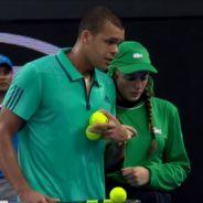 Jo-Wilfried Tsonga gentleman à l'Open d'Australie : il raccompagne une ramasseuse de balles blessée
