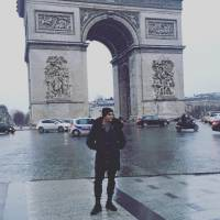 Tyler Blackburn, Ian Harding, Janel Parrish... les stars de Pretty Little Liars réunies à Paris
