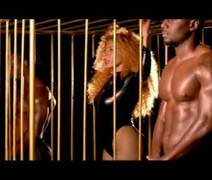 Afida Turner dans le clip de 'Born An Angel'