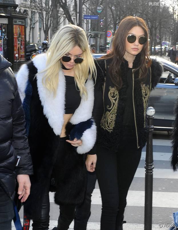 Kendall Jenner blonde et Gigi Hadid brune pour la Paris fashion week le jeudi 3 mars 2016