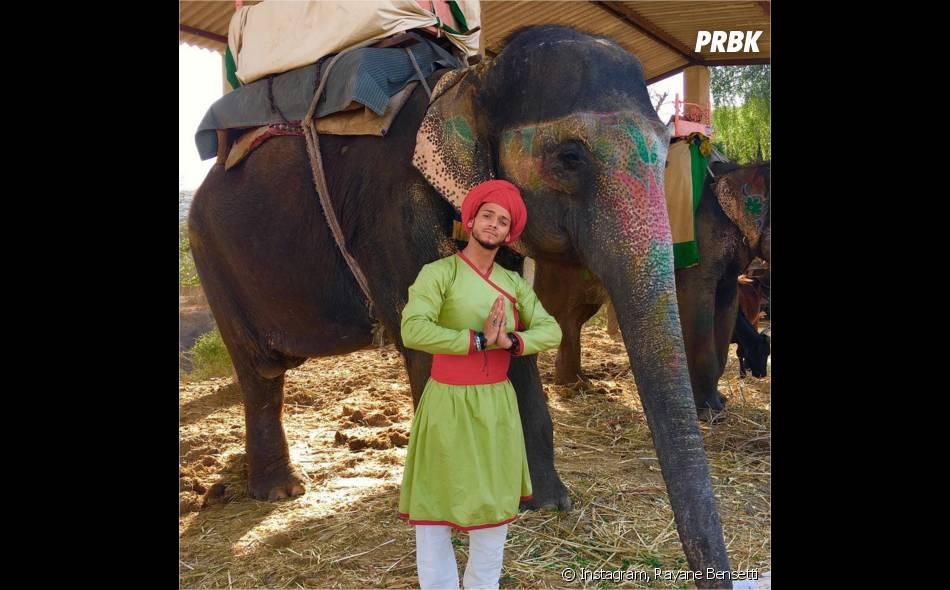 Rayane Bensetti métamorphosé pour le tournage de Coup de foudre à Jaipur