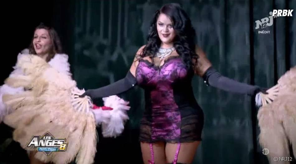 Sarah Fraisou (Les Anges 8) est très sexy pour sa danse burlesque