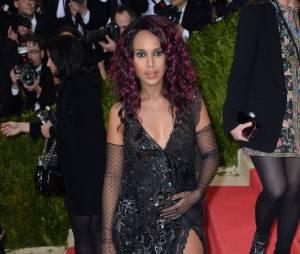 Kerry Washington enceinte sur le tapis rouge du MET Gala le 2 mai 2016 à New York