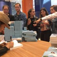 "Nabilla Benattia : son livre ""Trop vite"" explose les ventes en librairies"