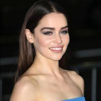 """Emilia Clarke (Game of Thrones) : célibataire, elle """"cherche l'âme soeur"""" 👫"""