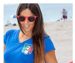 Claudia Romani ose les poses sexy pendant l'Euro 2016