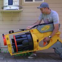Mark Rober : le YouTubeur crée le plus gros pistolet Nerf du monde 😮
