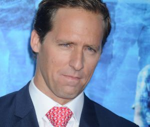 Nat Faxon au casting de Friends from college de Netflix